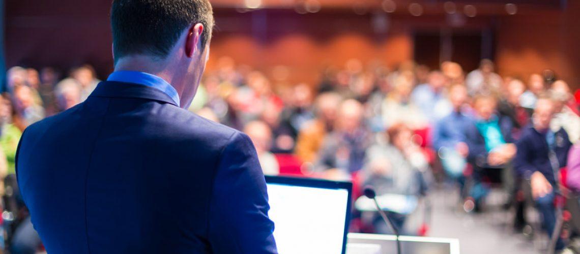 Vortrag-halten-aufbau-tipps-begrueßung